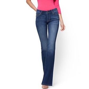 NY&C Jeans Average Bootcut Mid Rise Stretch Size 8